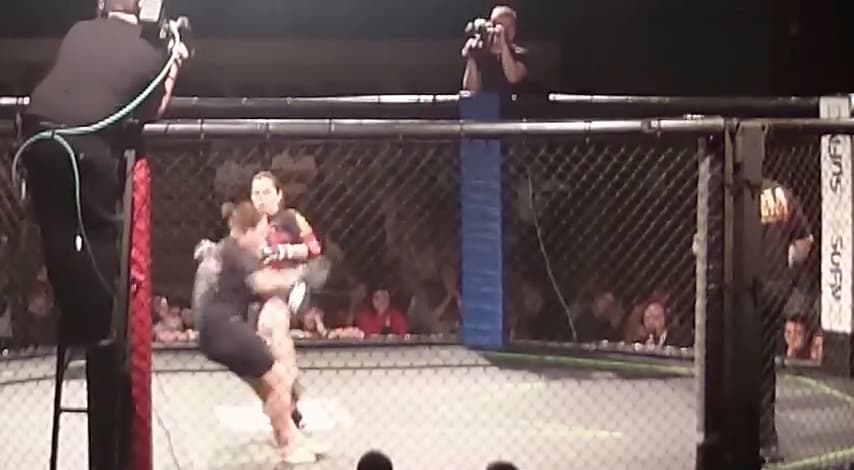 Video: Women's MMA – Headkick KO